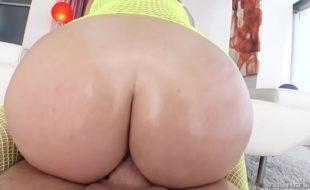 Porno gostoso com branquinha cuzuda trepando
