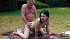 Porno novinha fogosa transando com padrasto